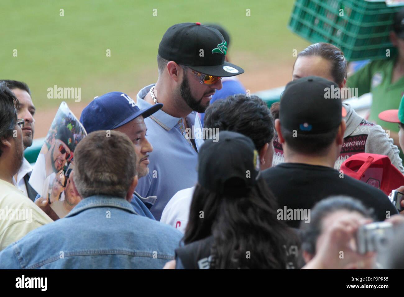 Ehemalige Hauptligakrug Esteban Loaiza vor kurzem durch den Tod von Jenny Rivera verwitwet, ging das Baseballteam während der Mexikanischen Karibik S zu sehen Stockbild