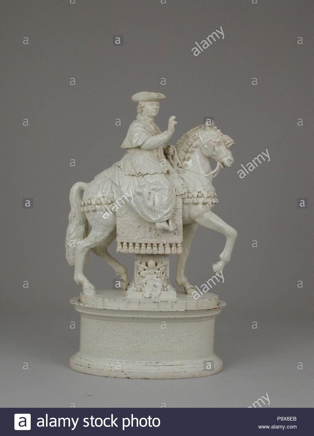 Papst Pius VI. auf dem Pferderücken, Ca. 1784, Italienisch, Rom, Weiß glasiert Steingut, Insgesamt (bestätigt): 18 1/8 x 11 x 6 5/8 in. (46 × 27,9 × 16,8 cm), Ceramics-Pottery, Antonio und Lorenzo Cialli, Pferdesport Skulptur zeigt Papst Pius VI. (1717 - 1799) auf dem Pferd, mit seinem Arm segnend erhoben. Die Zusammensetzung der Arbeit erinnert an die lange Tradition der italienischen Skulptur im öffentlichen Raum, in der Persönlichkeiten, die oft auf dem Rücken der Pferde in heroischen Posen abgebildet waren. Stockbild