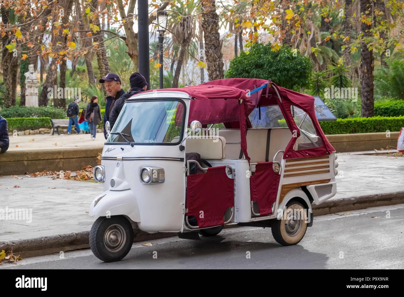 Touristische Taxi, Dreirad Taxi, Palermo, Sizilien, Italien, Europa Stockbild