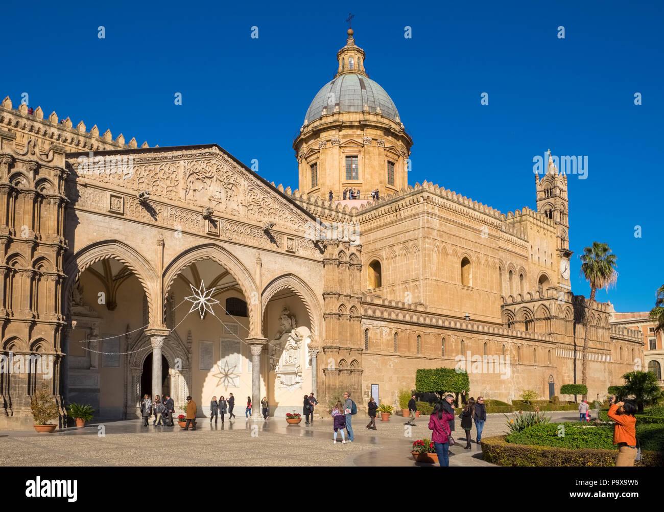 Fassade der Kathedrale von Palermo, der Himmelfahrt der Jungfrau Maria, Palermo, Sizilien, Italien, Europa Stockbild
