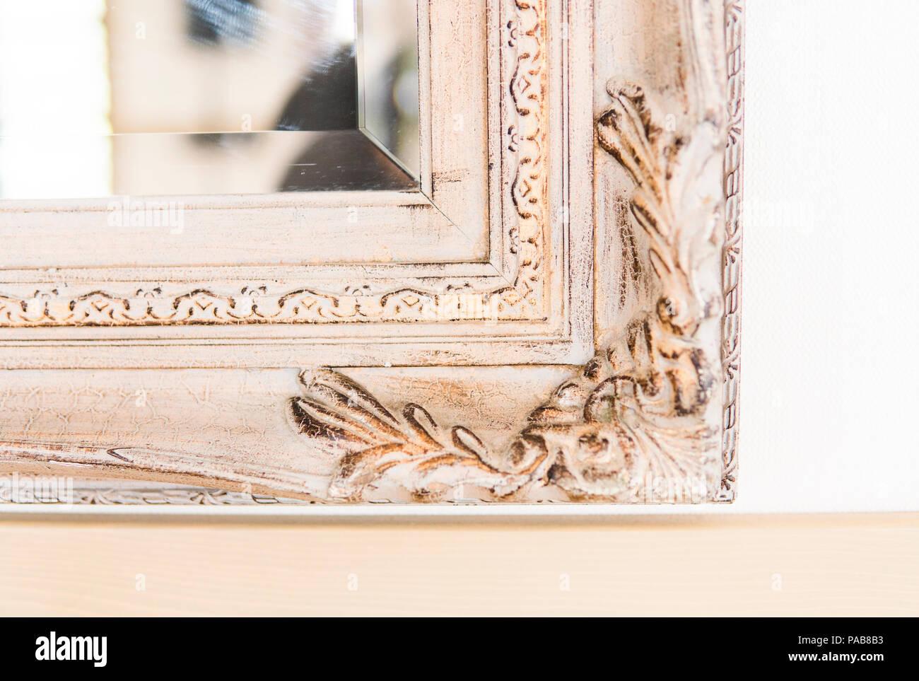 Nahaufnahme auf ein Stück vintage Holzrahmen der Spiegel Stockfoto ...