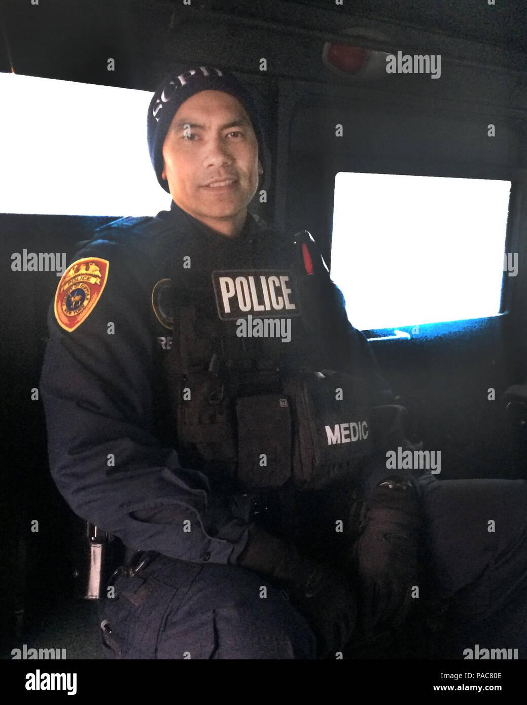 Dies Ist Polizist Arnold Reyes Auf Dem Job Mit Der Suffolk County
