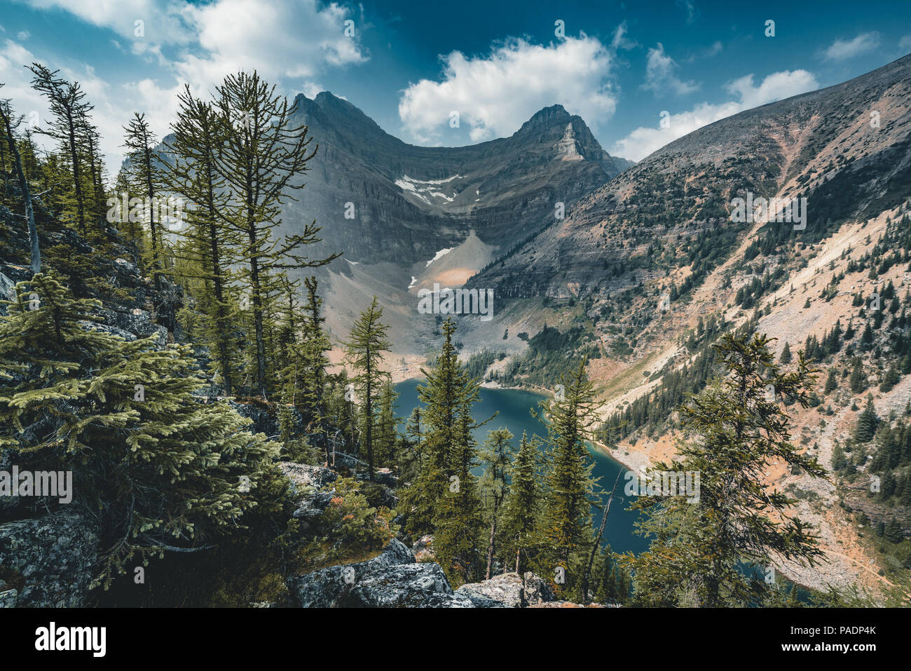 Mount Sattel und Lake Agnes. Foto im Banff National Park, Stockfoto