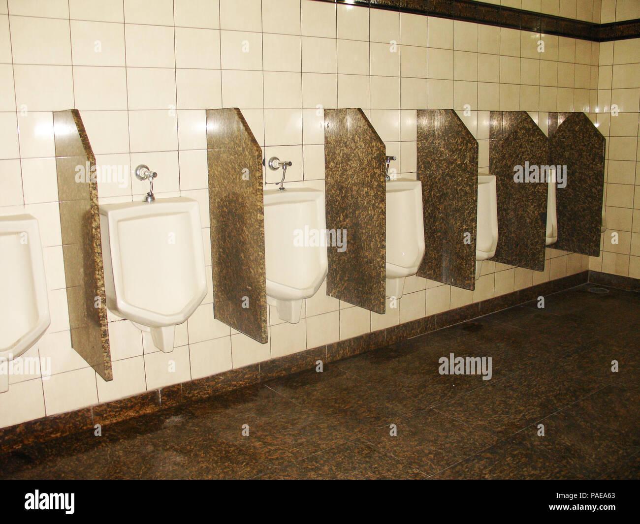 Männliche Badezimmer, Sanitär, São Paulo, Brasilien Stockfoto, Bild ...