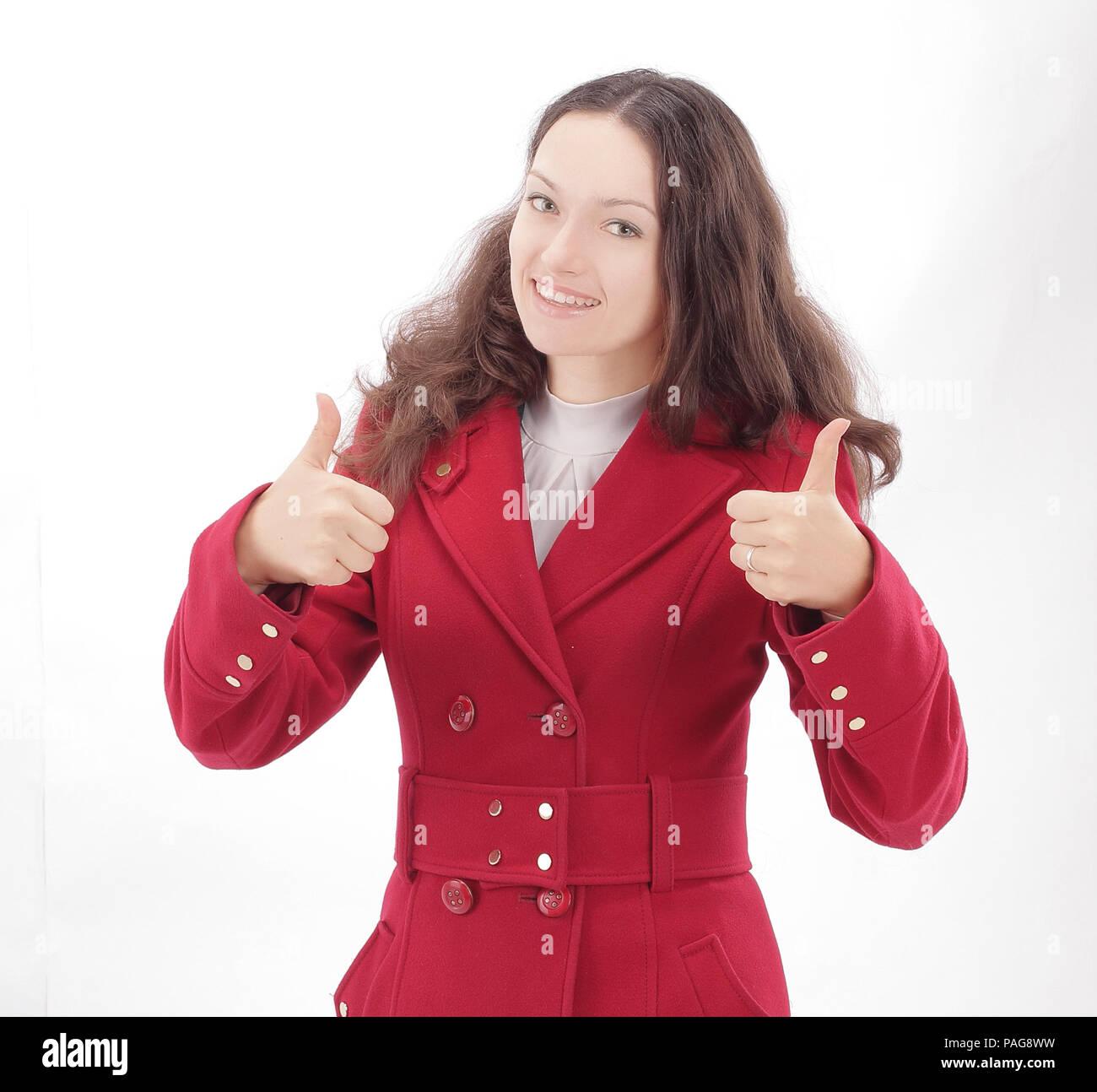 9ec10c9501651e Schöne junge Frau im roten Mantel mit Daumen nach oben Stockfoto ...