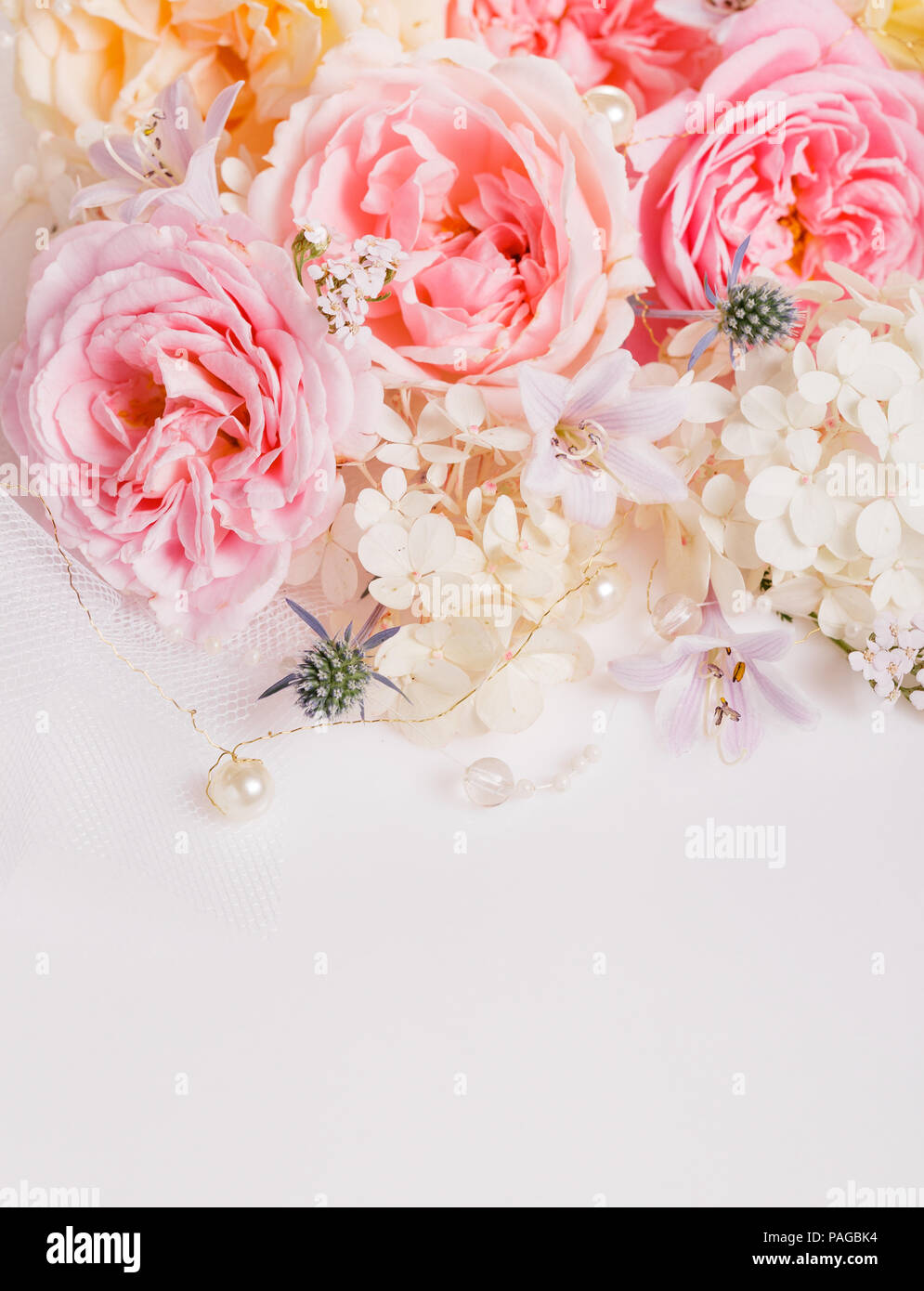 6be34f1bb8696 Süße Farbe Stoff Rosen im weichen Stil für Hintergrund Stockbild