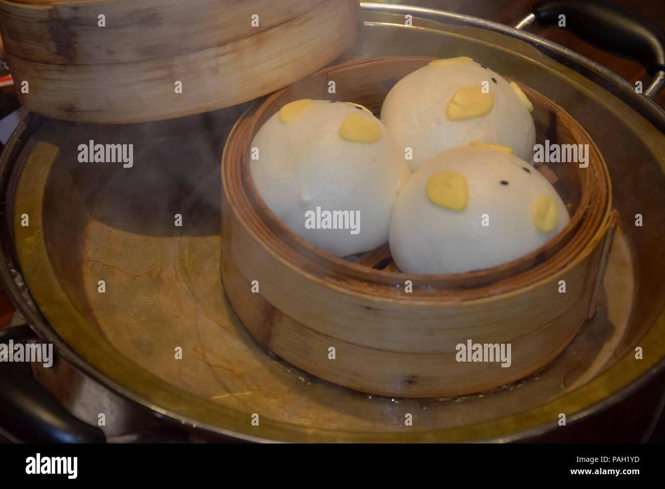 Cantonese Steamed Fish Stockfotos & Cantonese Steamed Fish Bilder ...