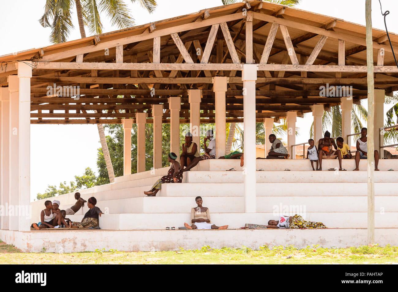 KARA, TOGO - Mar 9, 2013: Unbekannter Menschen in Togo. Die Menschen in Togo Leiden der Armut wegen der instabilen Situation econimic Stockfoto