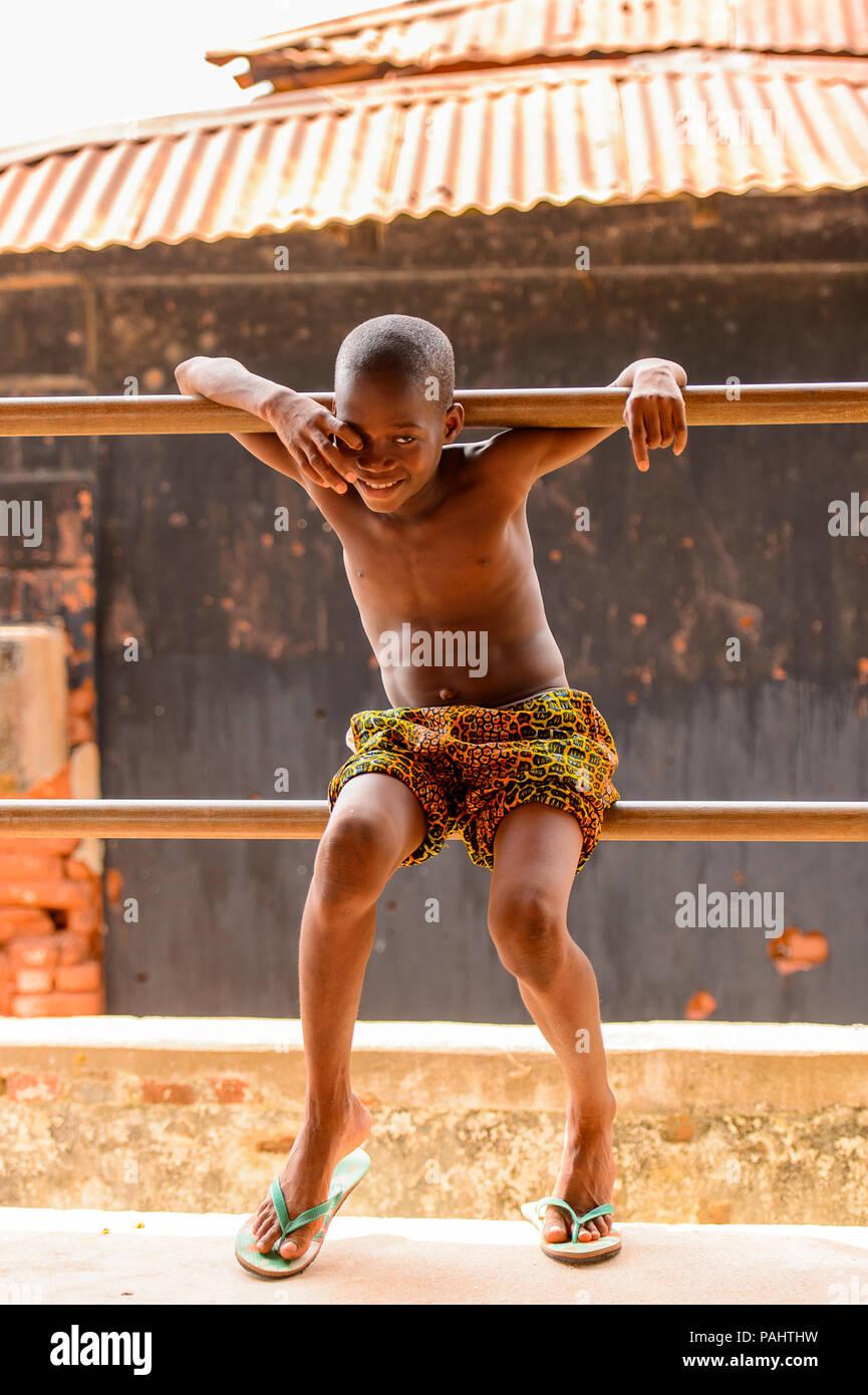 KARA, TOGO - Mar 9, 2013: Unbekannter Togoischen boy Portrait. Die Menschen in Togo Leiden der Armut wegen der instabilen Situation econimic Stockfoto