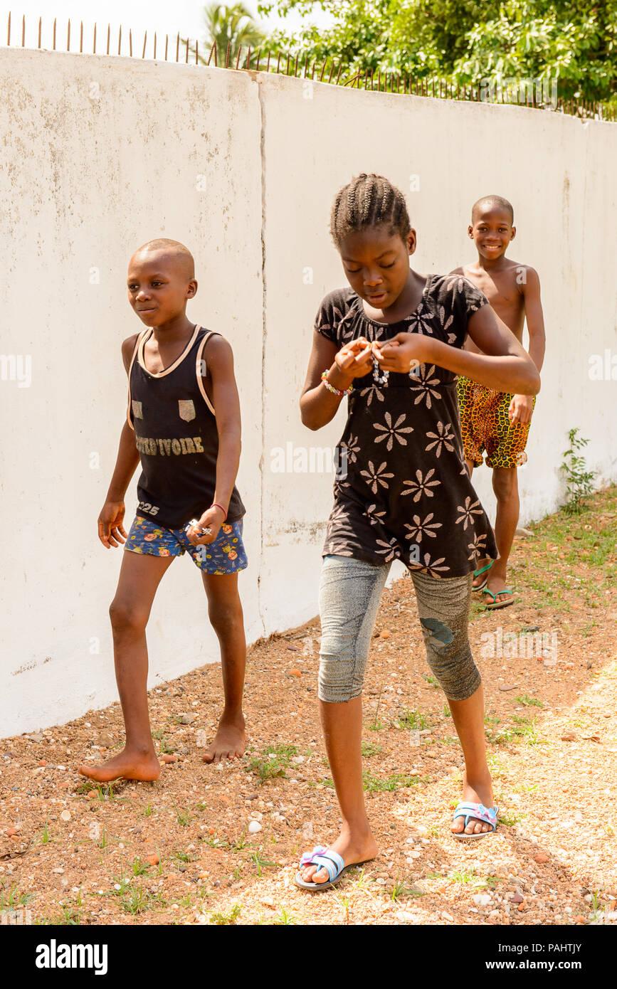 KARA, TOGO - Mar 9, 2013: Unbekannter togoische Mädchen Porträt. Die Menschen in Togo Leiden der Armut wegen der instabilen Situation econimic Stockfoto