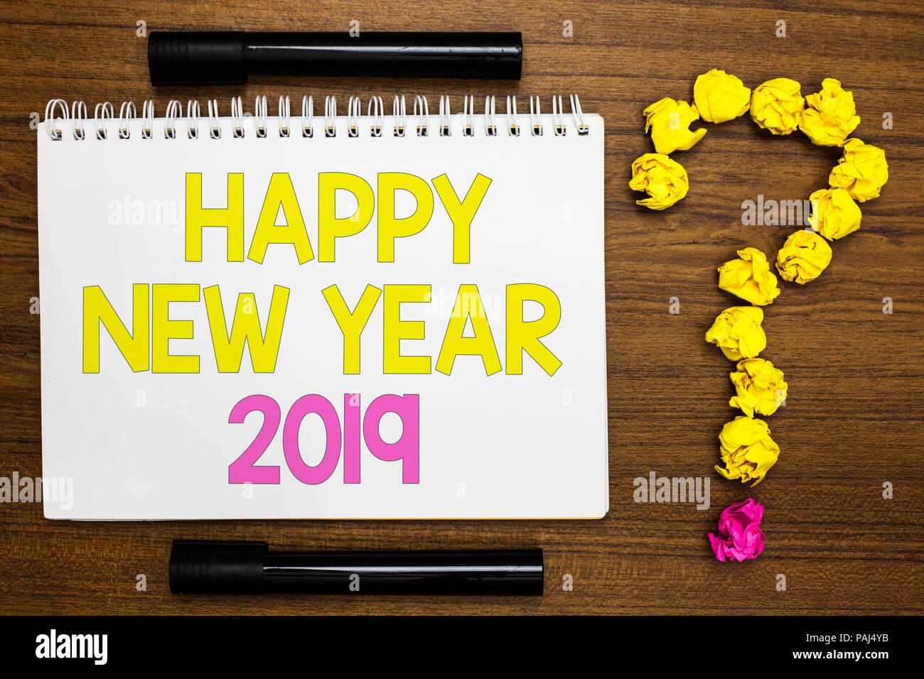 Konzeptionelle Handschrift zeigt ein Frohes Neues Jahr 2019 ...