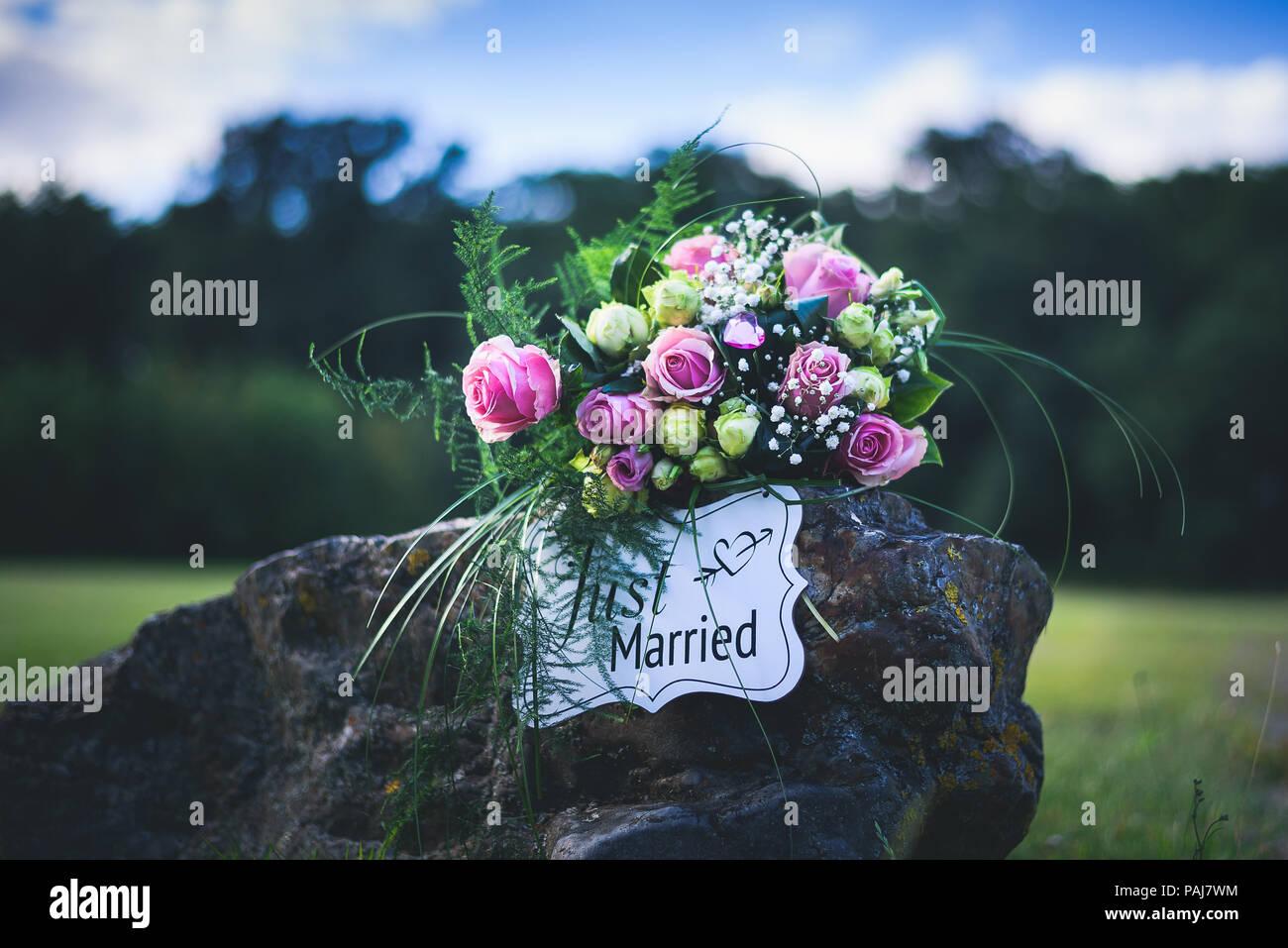 Brautstrauss In Natture Standalone Brautstrauss Mit Einem Stein In