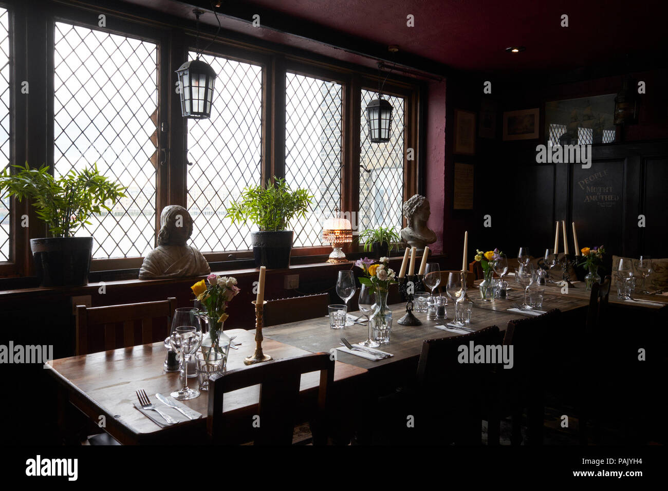 Der Speisesaal im Mayflower Pub, Rotherhithe, London, UK Stockbild