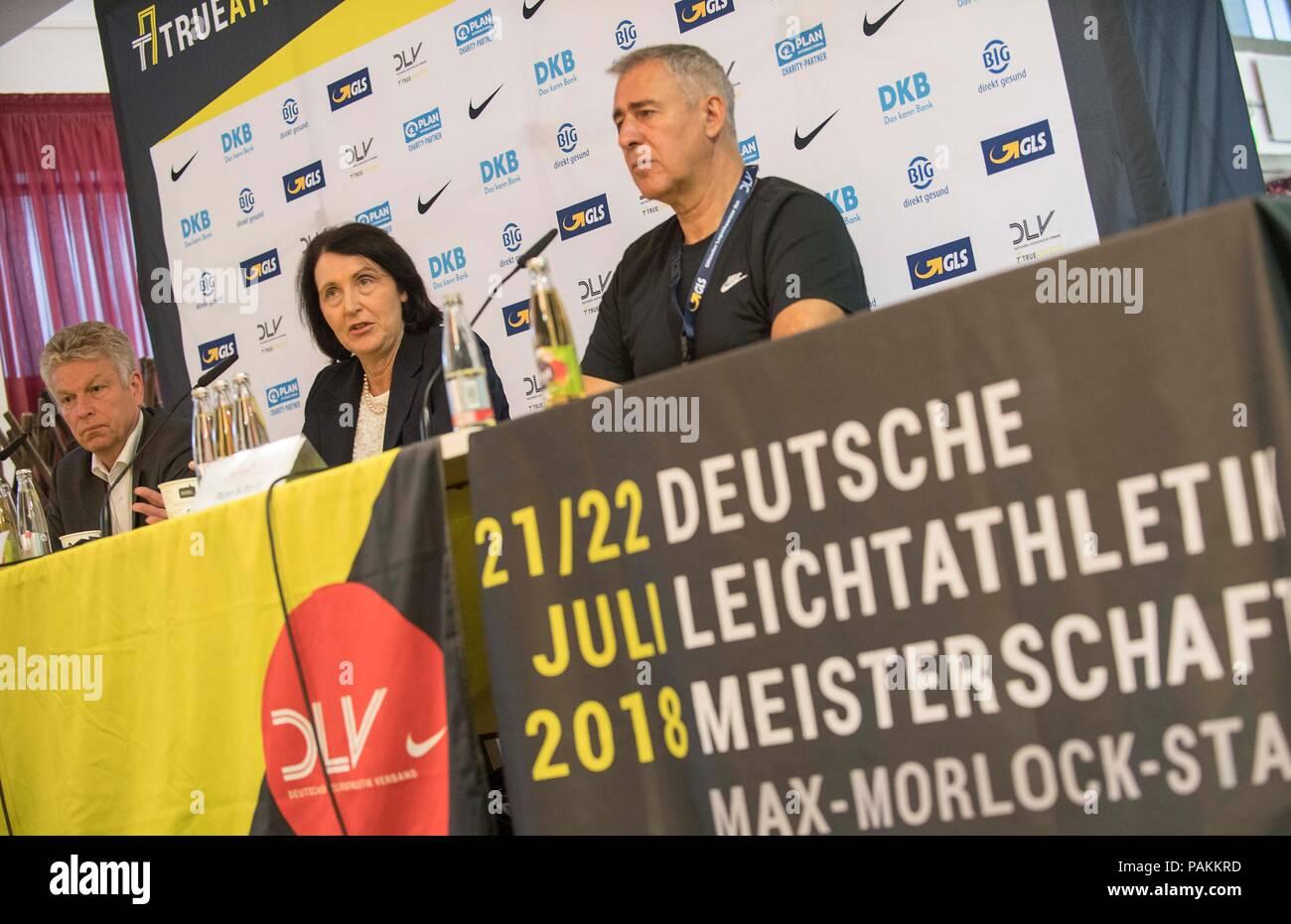 am besten geliebt professionelle Website Turnschuhe für billige Nürnberg, Deutschland. 22. Juli 2018. Nach rechts Jürgen ...