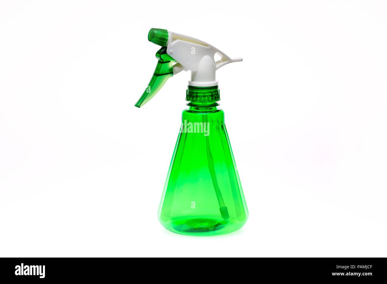 Kunststoff wasser Sprühflasche auf weißem Hintergrund Stockbild