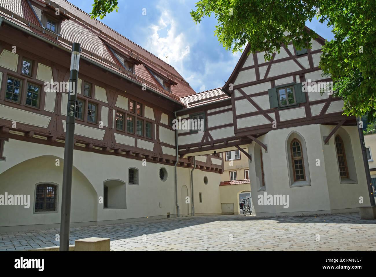 Deutsche Fachwerkhaus Gebäude in der mittelalterlichen Stadt mit Kopfsteinpflaster in der Schwäbische Alb Region Stockbild