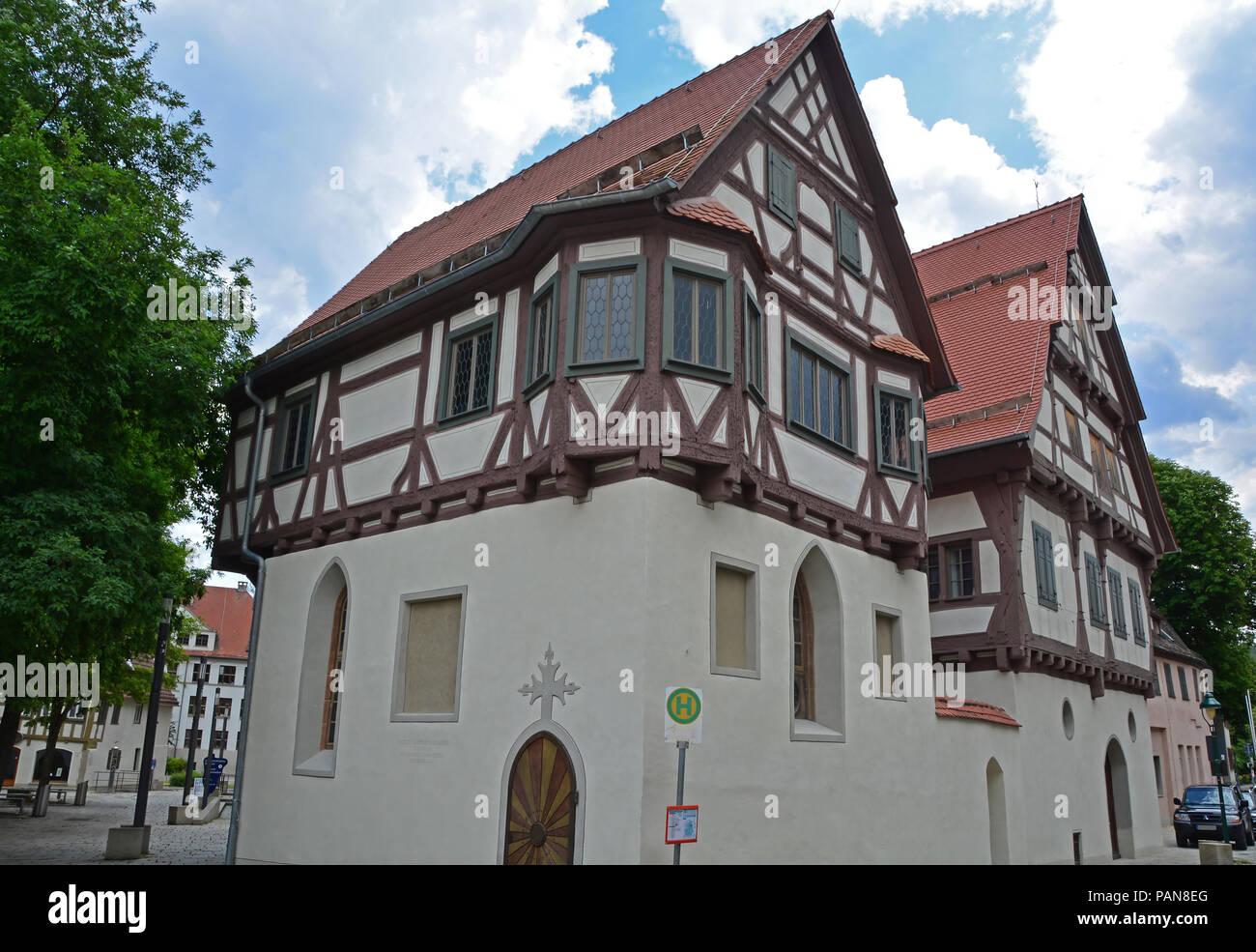 Deutsche Fachwerkhaus lutherische Kapelle in der mittelalterlichen Stadt auf der Schwäbischen Alb Region aus dem sechzehnten Jahrhundert Stockbild