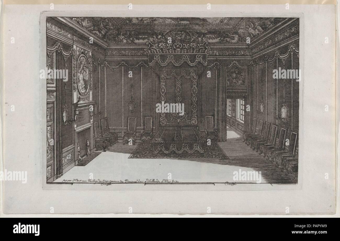 Interieur mit einem Himmelbett und eine Reihe von Stühlen entlang ...