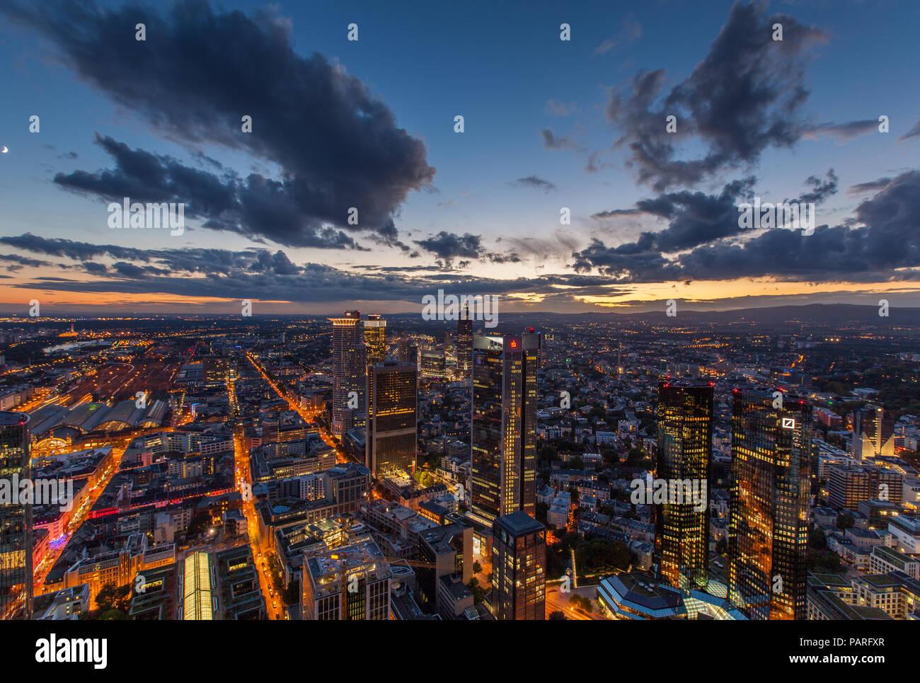 Maintower Aussicht zur blauen Stunde Stockbild