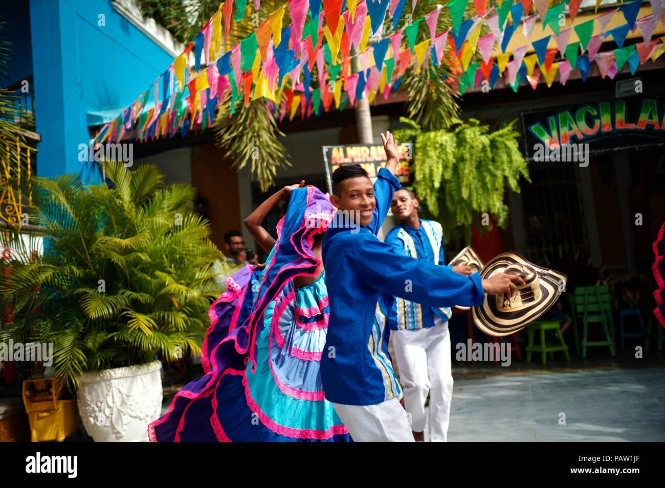Traditionelle Gruppe angezogen, die die mehrere Dance Styles, die in der kolumbianischen Karibik vorhanden Stockbild