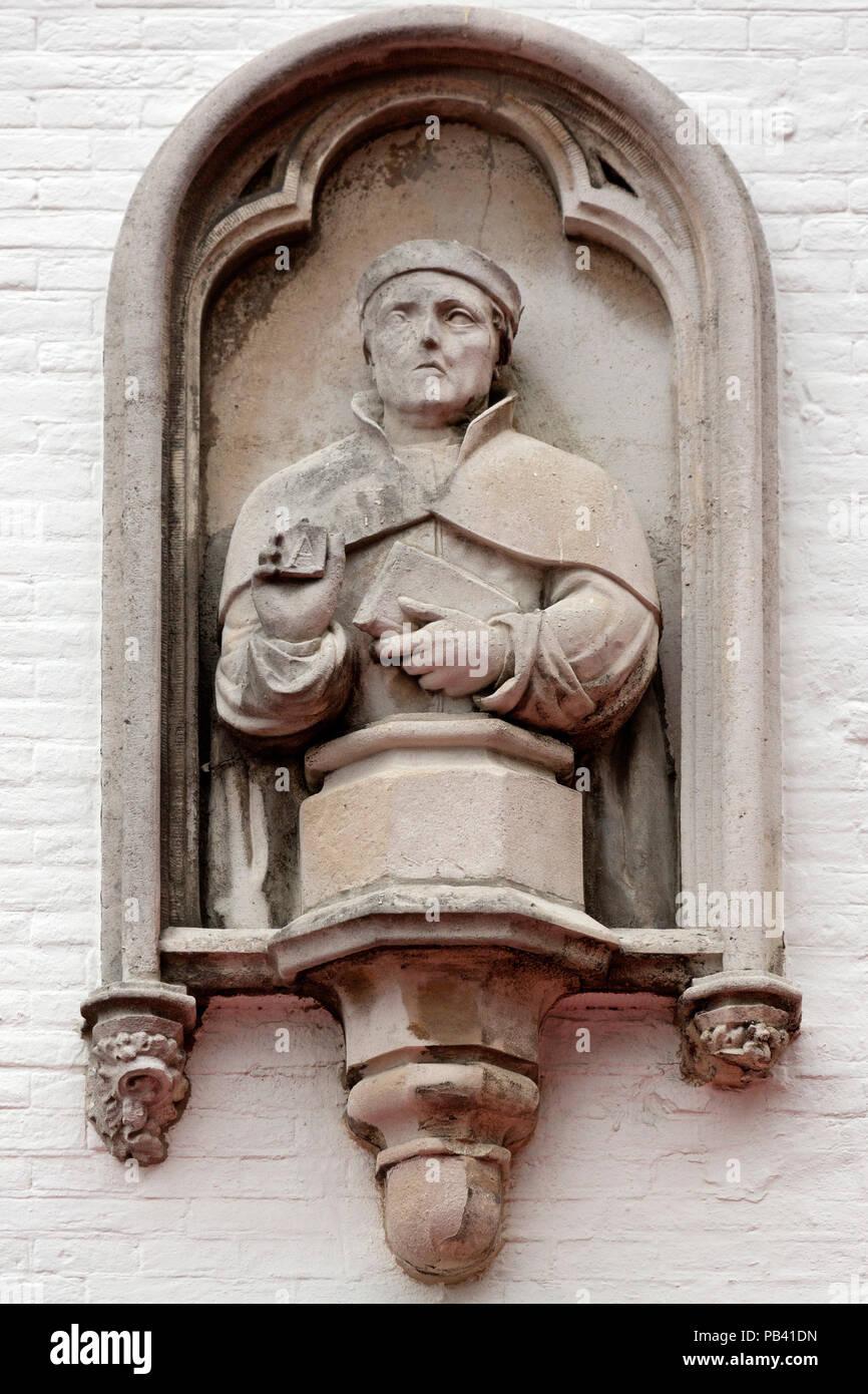 Laurens Janszoon Coster Memorial in Haarlem, Niederlande. Das Denkmal für die Drucker mit Blick auf den Grote Markt. Stockbild