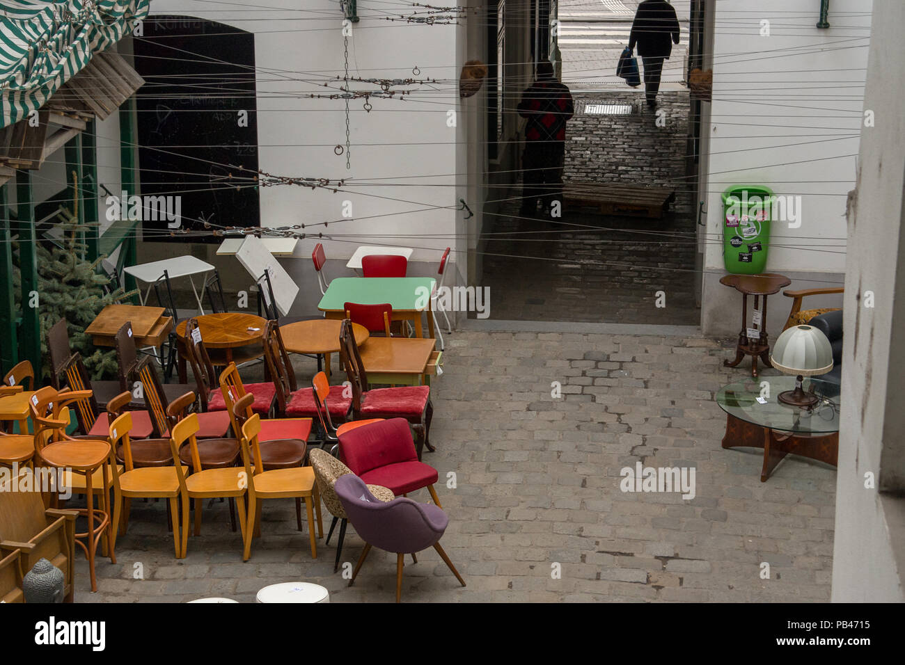 Europäische Retro Möbel Wird Auf Dem Display Im Hof Vor Der Ein