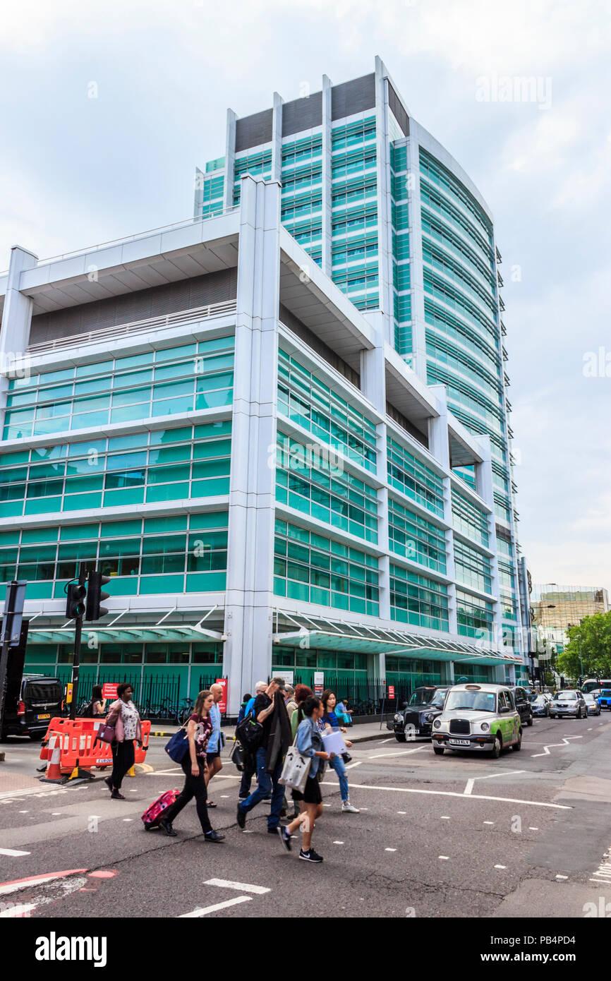 University College Hospital, London, UK, von Gower Street Stockbild