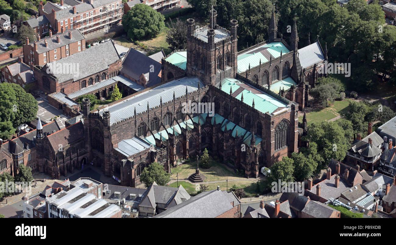 Luftaufnahme von Chester Cathedral, Kathedrale Kirche Christi und der Jungfrau Maria, Cheshire, Großbritannien Stockfoto