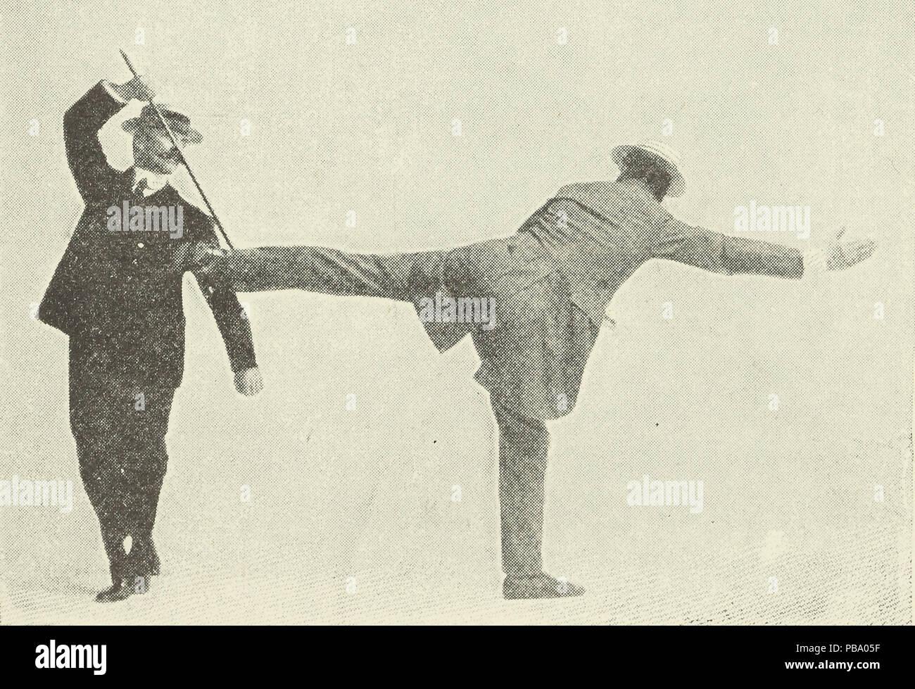 Foto aus dem Artikel genommen, 'Selbstverteidigung mit einem Stock. Die verschiedenen Methoden der Verteidigung sich selbst mit einem Stock oder Regenschirm, wenn unter ungleichen Bedingungen' angegriffen Stockbild