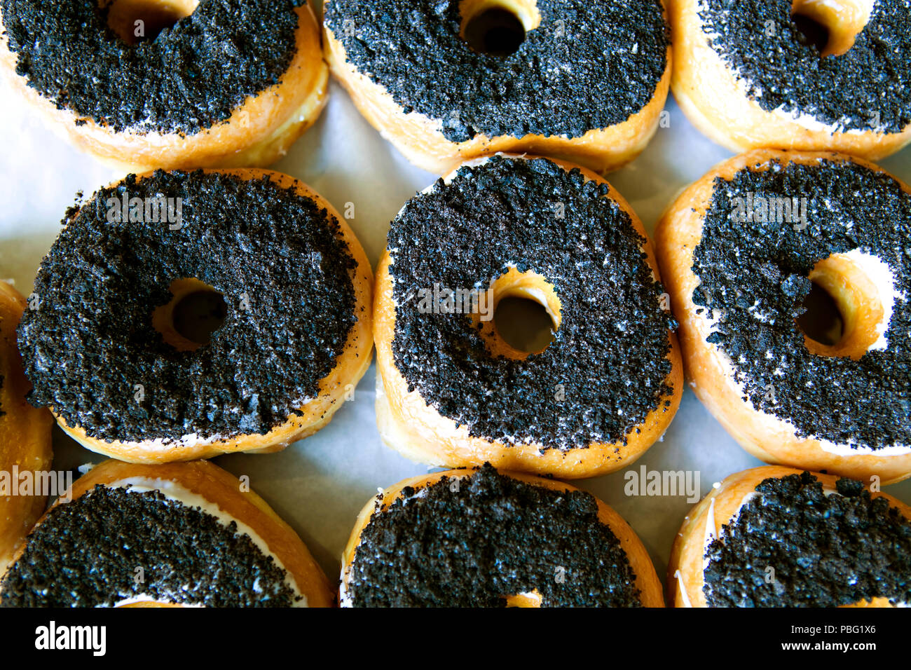Frische donuts von Hand gefertigt Stockbild