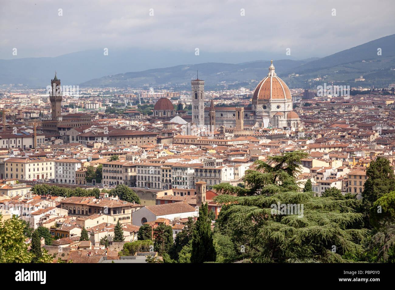 Ein Blick auf Florenz aus der Sicht von San Miniato al Monte genommen und die Konzentration auf: das historische Zentrum, Stockbild