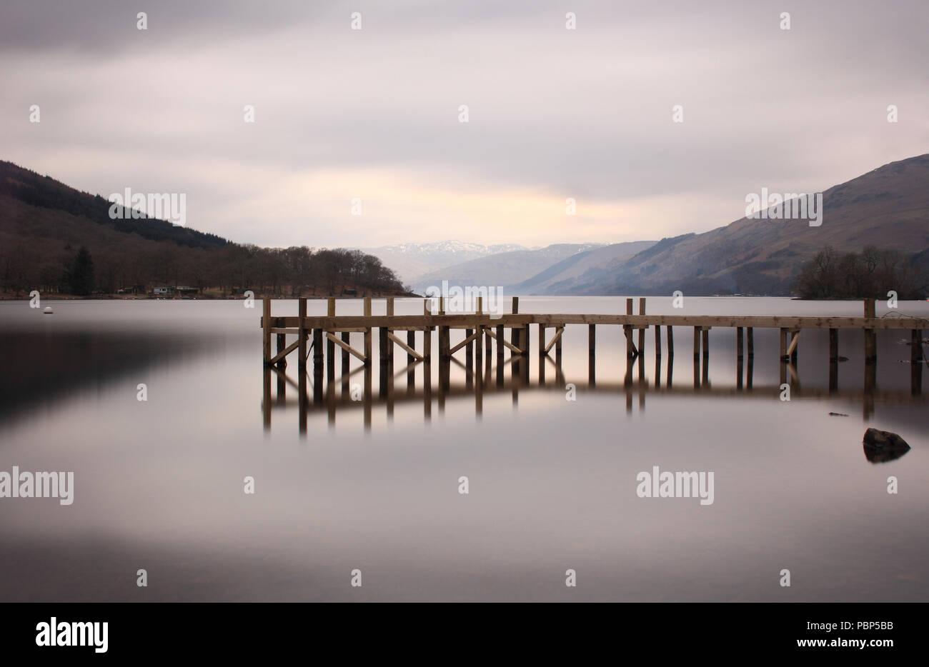 Loch Earn an einem nebligen Nachmittag Stockbild