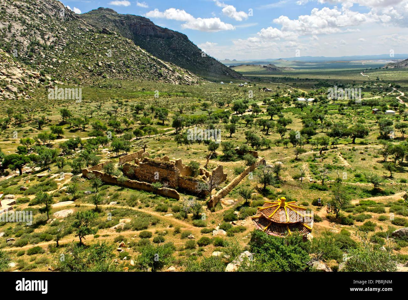 Ebene vor der Khugnu Khan Berge, Lage Der bronnenmühle Khamba Kloster, Khögnö Khan Uul Nationalpark Stockbild