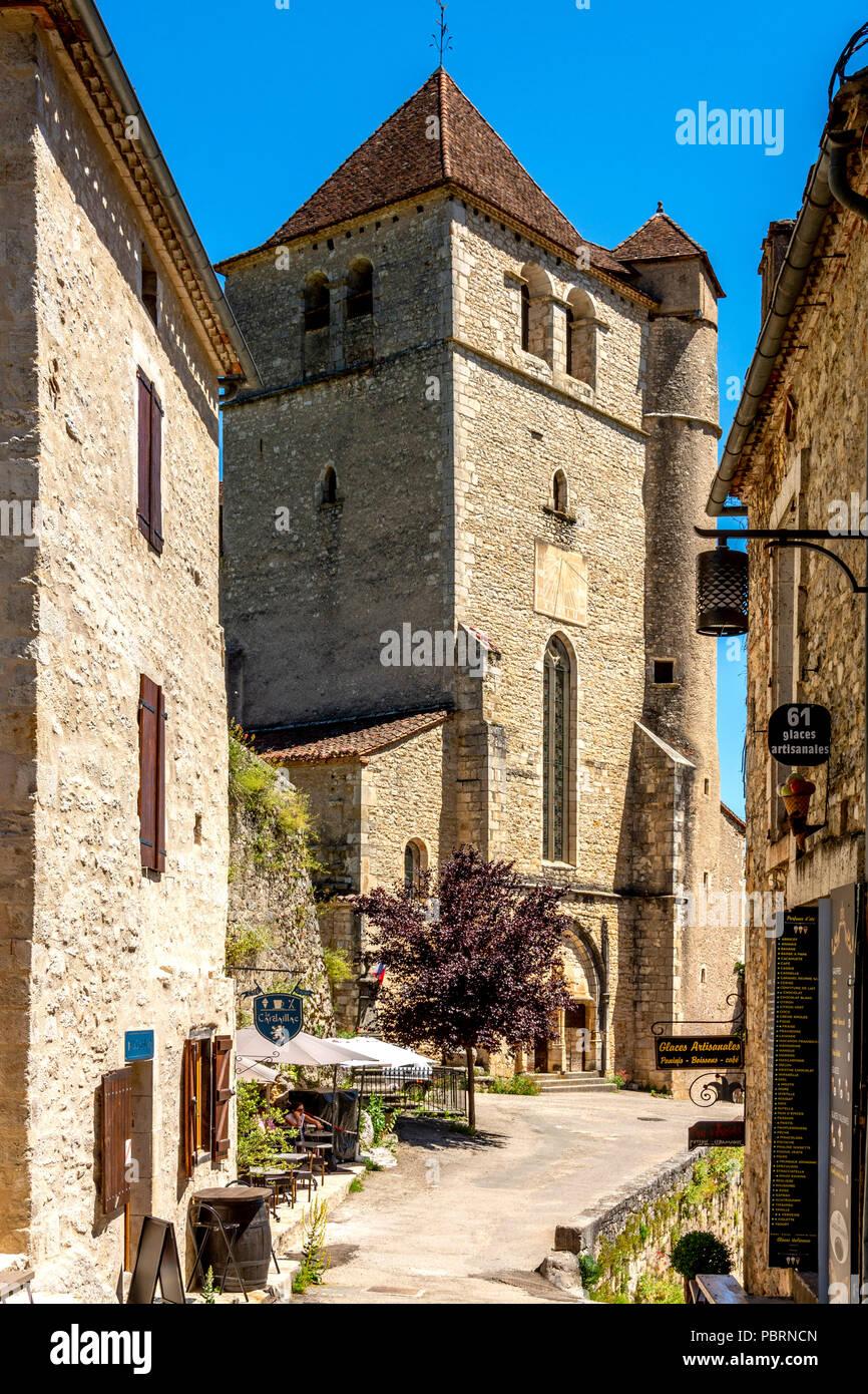 Kirche von Saint-Cirq-Lapopie auf Santiago de Compostela Wallfahrt Straße, gekennzeichnet als Les Plus beaux villages de France oder das schönste Dorf Stockbild