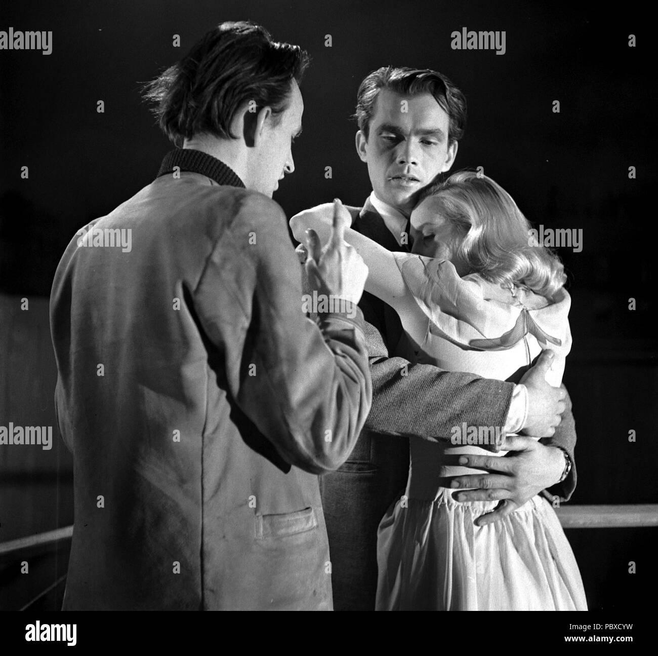 Ingmar Bergman. 1918-2007. Schwedische Filmregisseur. Hier im Bild 1948 am Filmset des Films Nacht ist meine Zukunft Regie Schauspieler Birger Malmsten und Mai Zetterling. Fotograf: Kristoffersson/AF 19-4 Stockbild