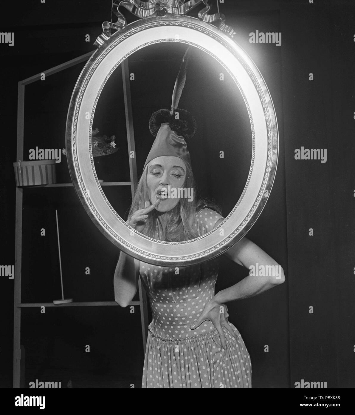 Sonst Fisher Bergman, 1918-2006. Schwedische Tänzerin. Verheiratet mit Ingmar Bergman zwischen 1943-1946 als seine erste Frau. Hier im Bild auf der Bühne in einem 1950er Jahre theater Produktion. Foto: Kristoffersson/BA 27-9 Stockbild