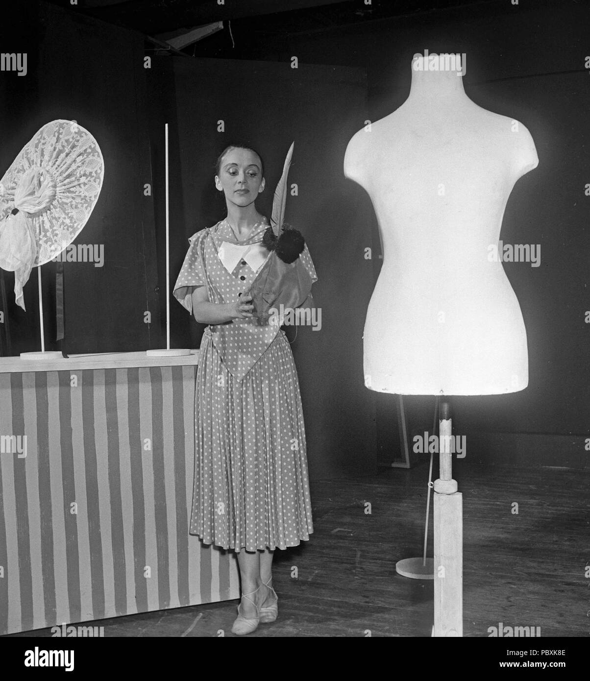 Sonst Fisher Bergman, 1918-2006. Schwedische Tänzerin. Verheiratet mit Ingmar Bergman zwischen 1943-1946 als seine erste Frau. Hier im Bild auf der Bühne in einem 1950er Jahre theater Produktion. Foto: Kristoffersson/BA 27-12 Stockbild