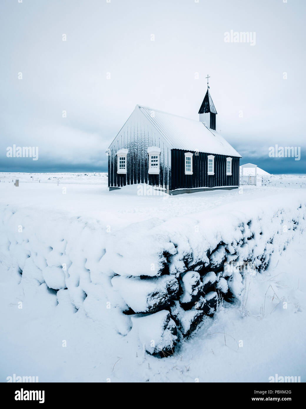 Budir Kirche, Snaefellsnes Island, Europa im Schnee Stockbild