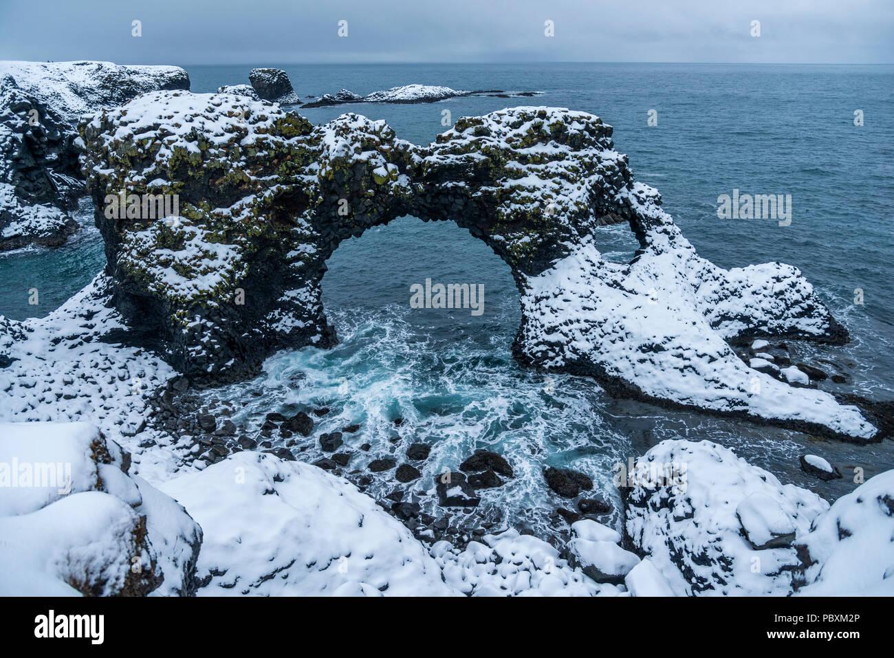 Gatklettur Arch Rock, Island, Europa Stockbild