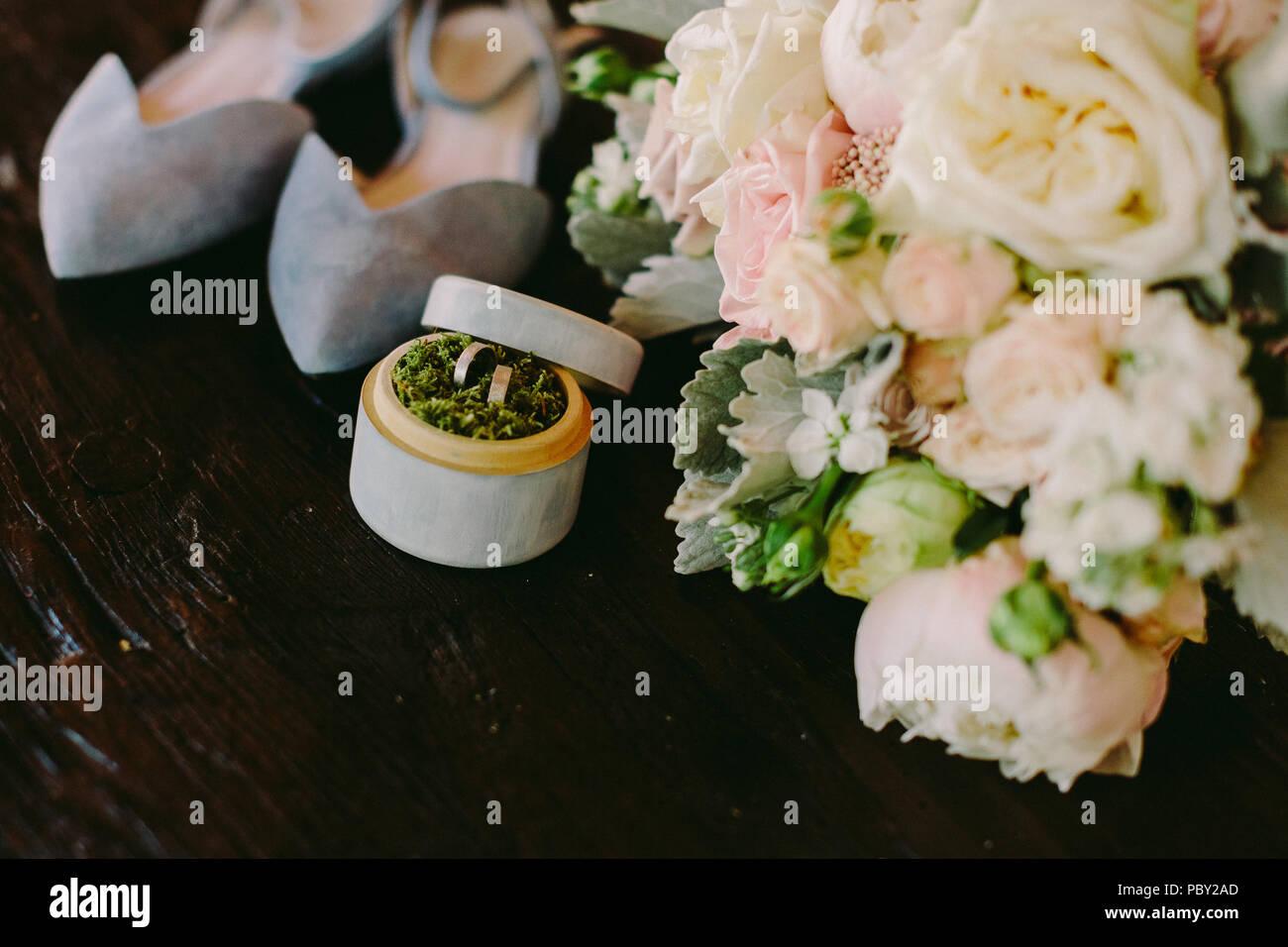 Hochzeit Blumenstrauss Und Ringe Layflat In Der Bildenden Kunst Stil