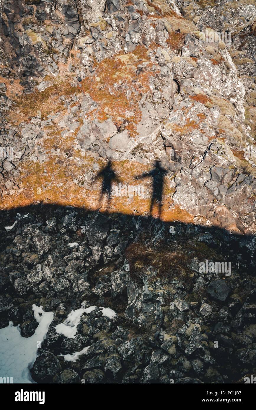 Schatten in djúpalónssandur Sun Star oder der schwarzen Lava Pearl Beach auf der Halbinsel Snaefellsnes in Island. Stockbild