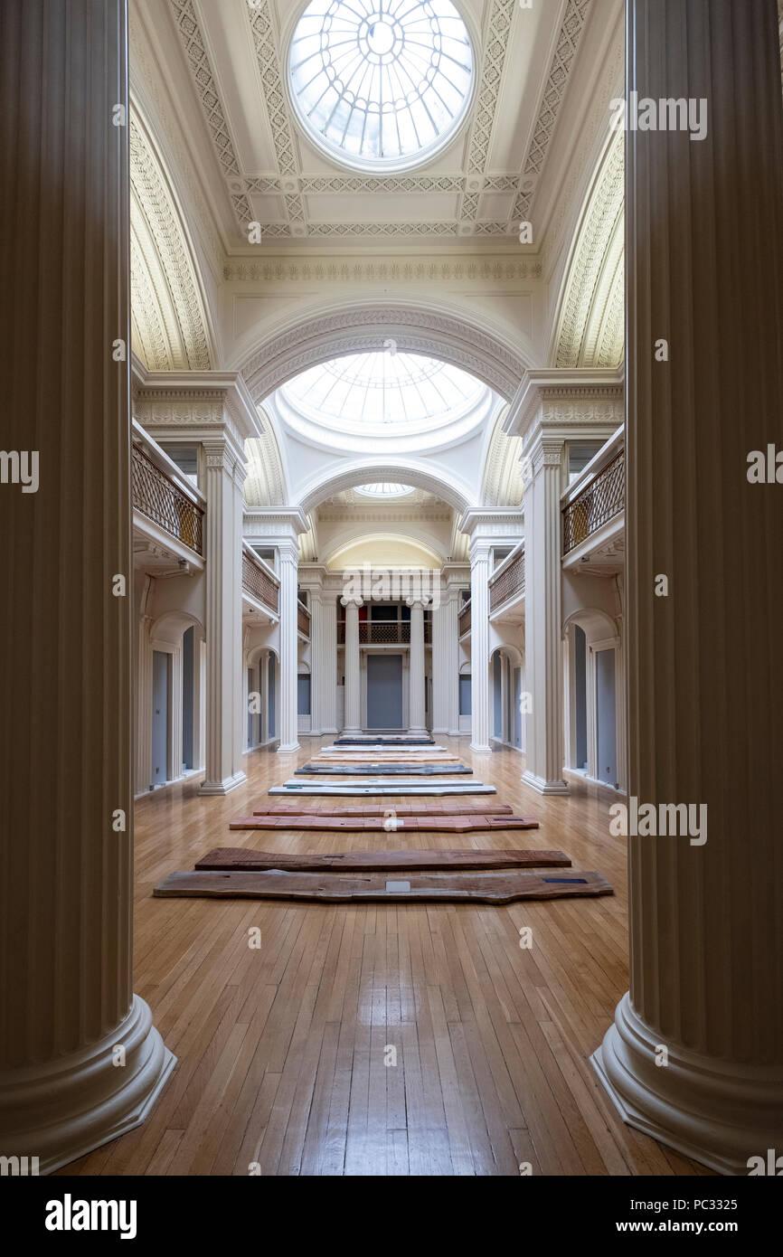 Ausstellung von Lucy Skaer berechtigt, Stöcke und Steine im Talbot Rice Gallery in der Universität von Edinburgh, Edinburgh, Schottland, Großbritannien Stockbild