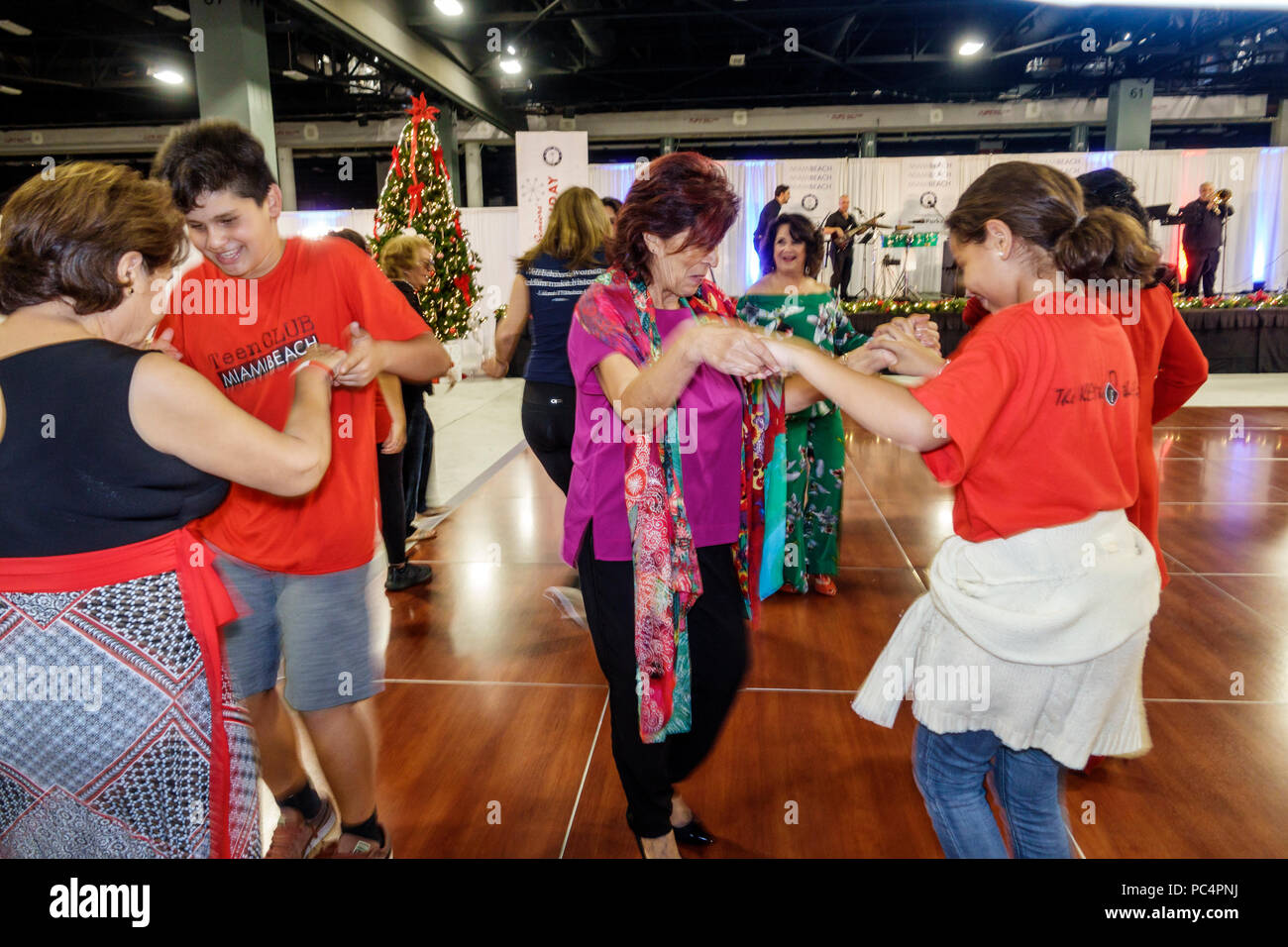 Boy And Girl Dancing Party Stockfotos & Boy And Girl Dancing Party ...