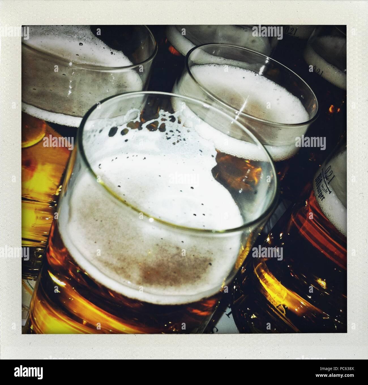 Osterode am Harz, Deutschland. 09. Jan 2011. Gläser mit Bier während einer Partei. Credit: Frank Mai | Nutzung weltweit/dpa/Alamy leben Nachrichten Stockfoto