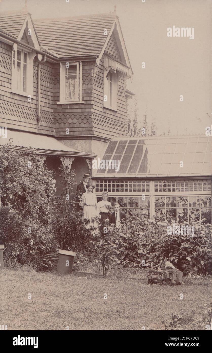 Hervorragend Vintage Foto Von Britischen Haus Mit Wintergarten Und  Gewächshaus Stockbild