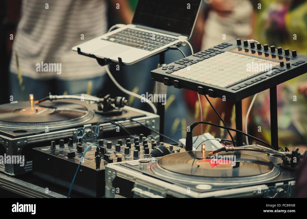 Professionelle Dj Audio Setup Auf Der Bühne Des Summer Open Air