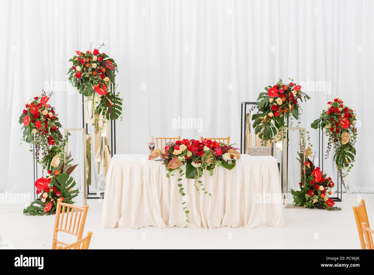 Schonen Bankettsaal Unter Einem Zelt Fur Eine Hochzeit Innenraum