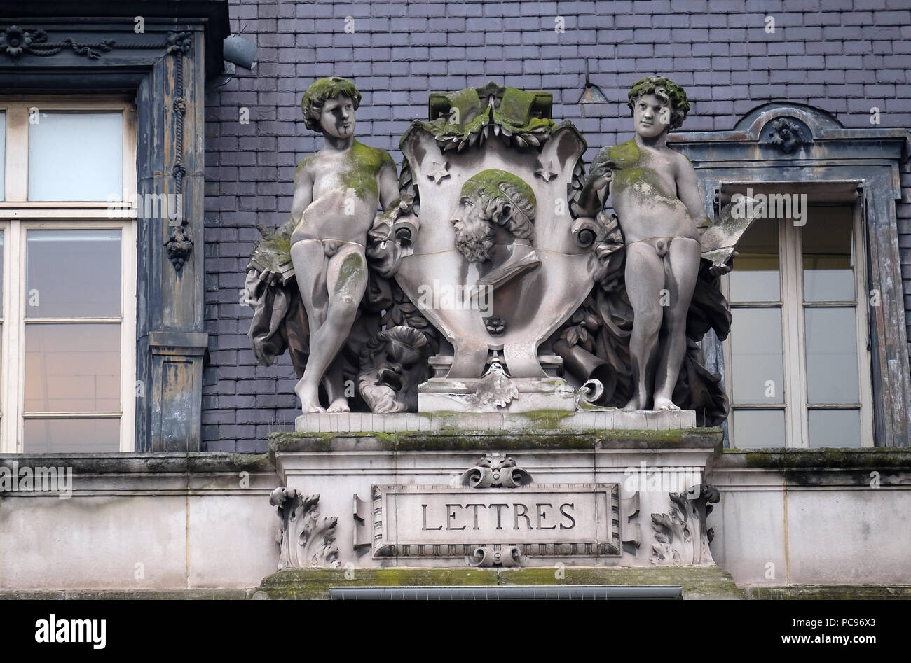 Rosette, die die Literatur, auf der Rückseite des Hotel de Ville, Rathaus in Paris, Frankreich Stockbild