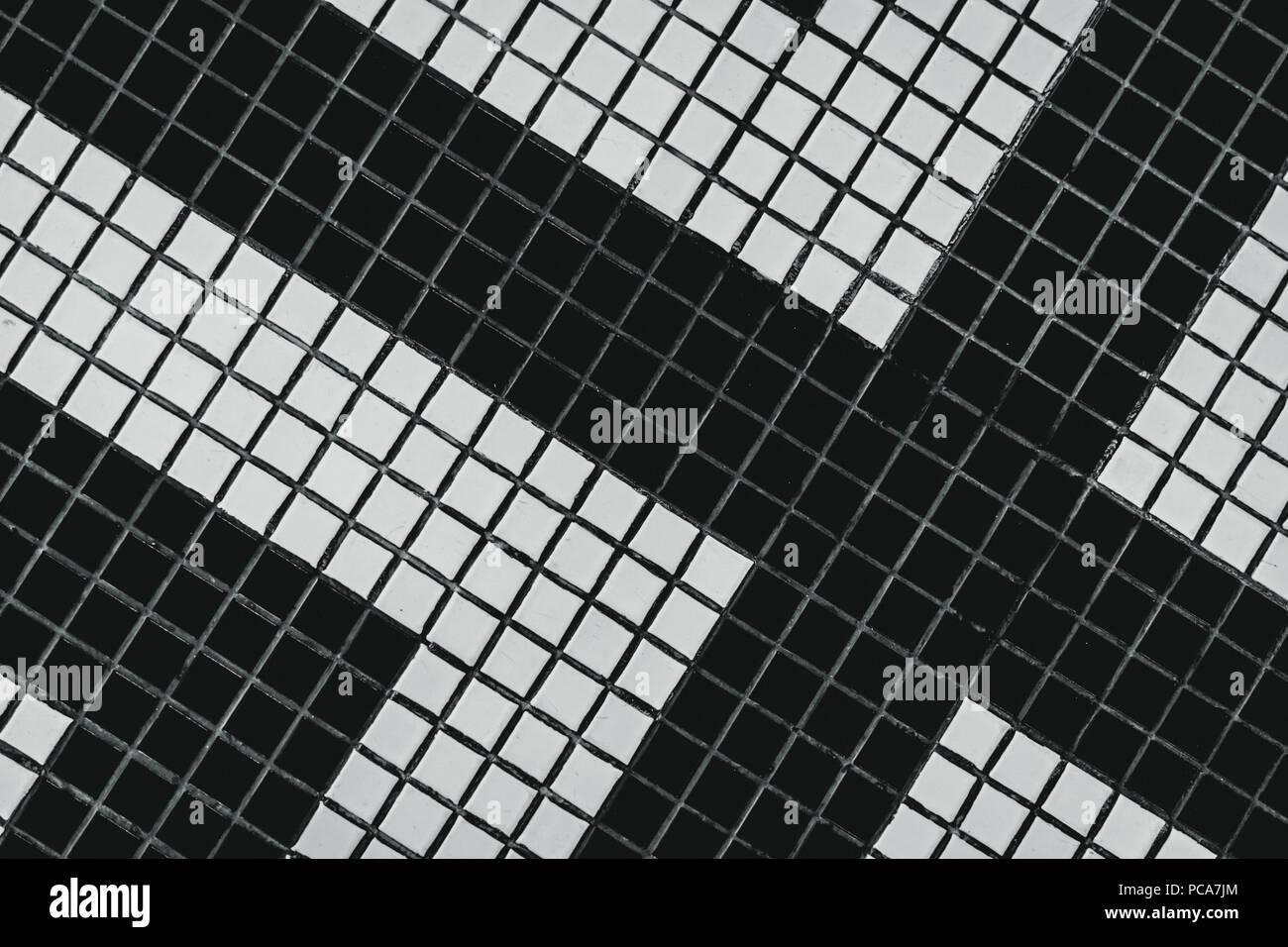 Schwarze und weiße kleine Quadrat bad Fliese mit modernen ...