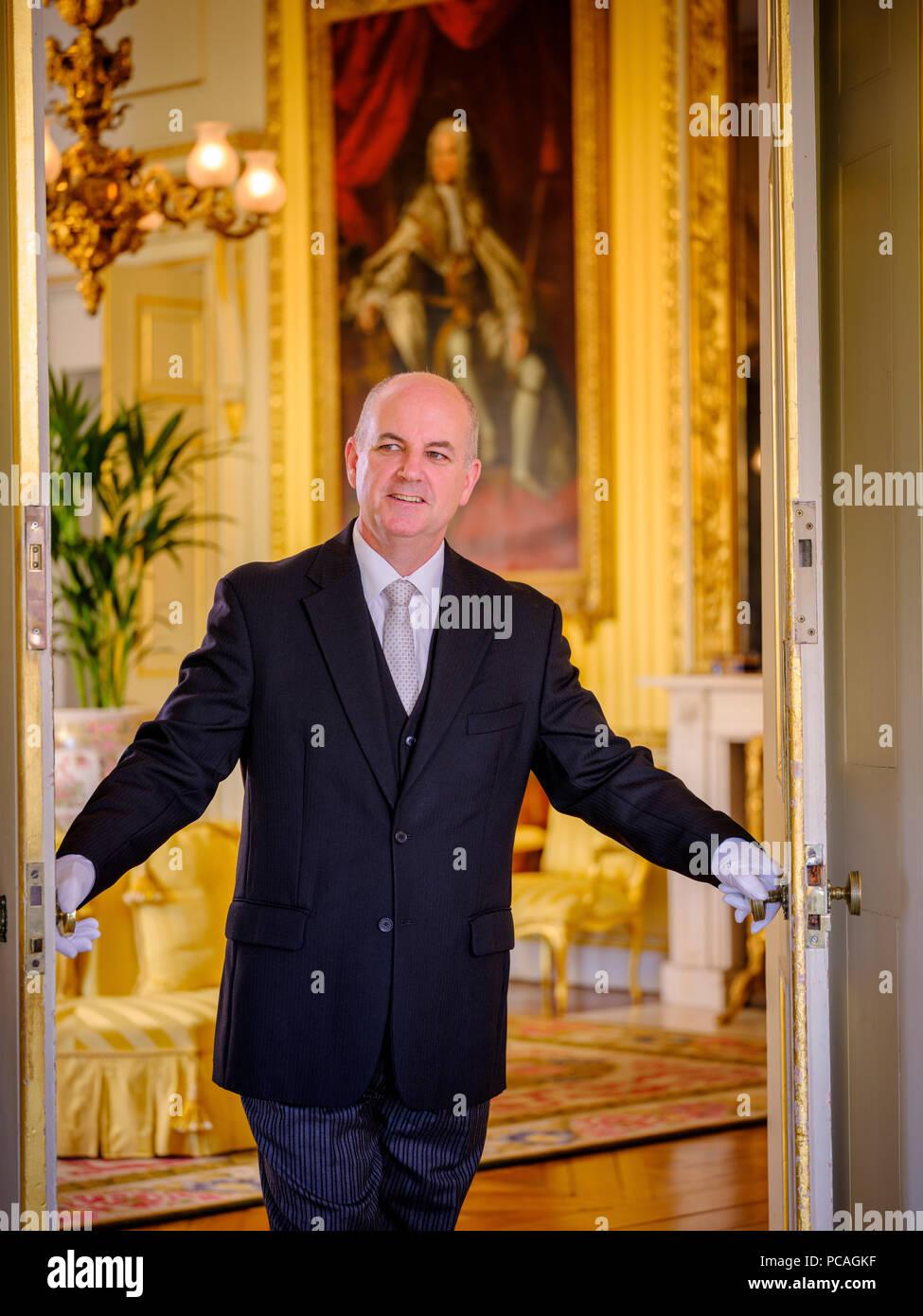 Goodwood House, West Sussex, Leiter butler David Edney. Stockbild